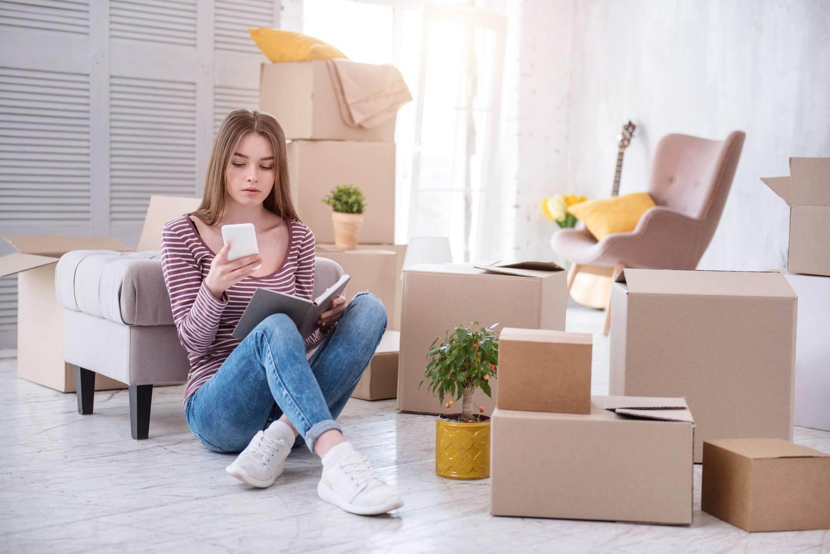 umzug in ein studentenwohnheim die erste eigene wohnung. Black Bedroom Furniture Sets. Home Design Ideas